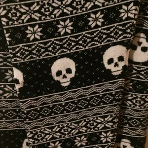 Skull sweater leggings